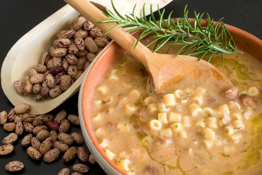 pasta e legumi: apporto completo di aminoacidi essenziali