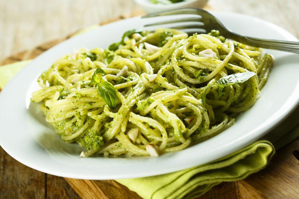 pesto autunnale: broccoli e noccioli