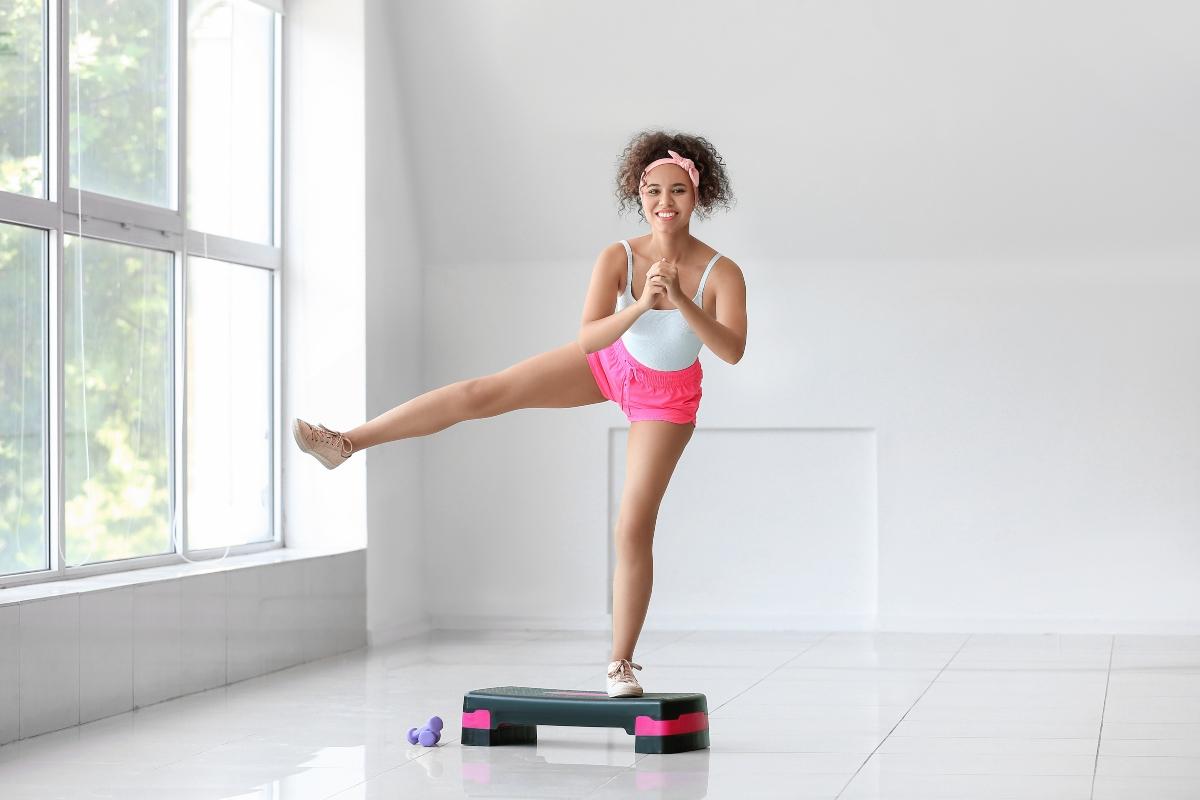 allenamento con lo step: i migliori attrezzi per allenarsi