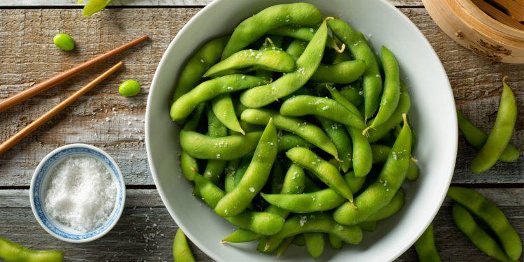 Edamame: perché fanno bene e come gustare anche a casa i fagioli verdi di soia
