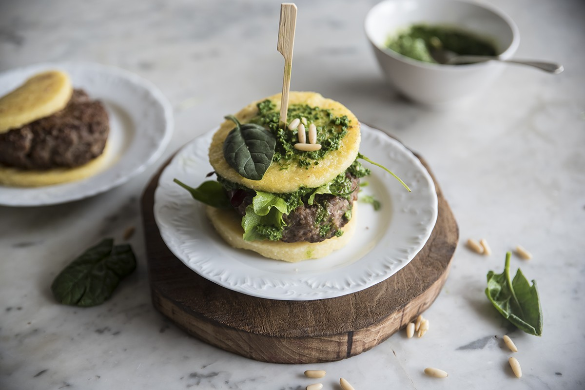 ricette con spinaci: hamburger polenta spinaci carne