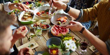 Mangiare tanto la sera fa male alla salute del cuore
