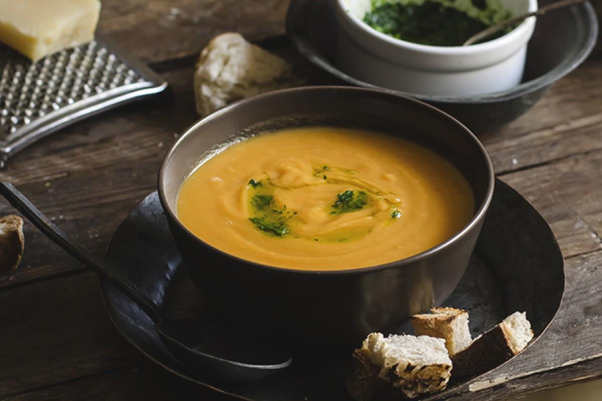 zuppe vellutate: zuppa di zucca patate cannellini