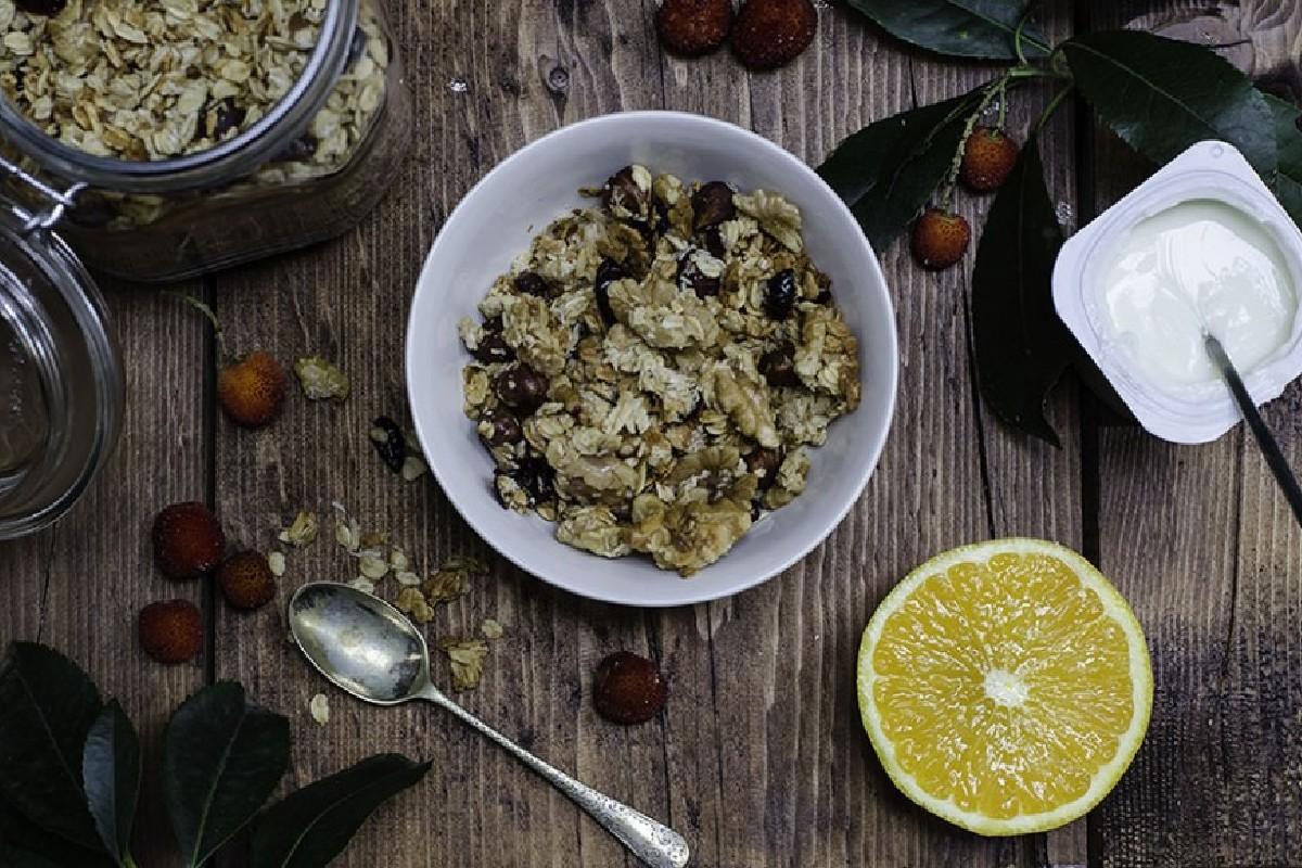 granola con avena e frutta