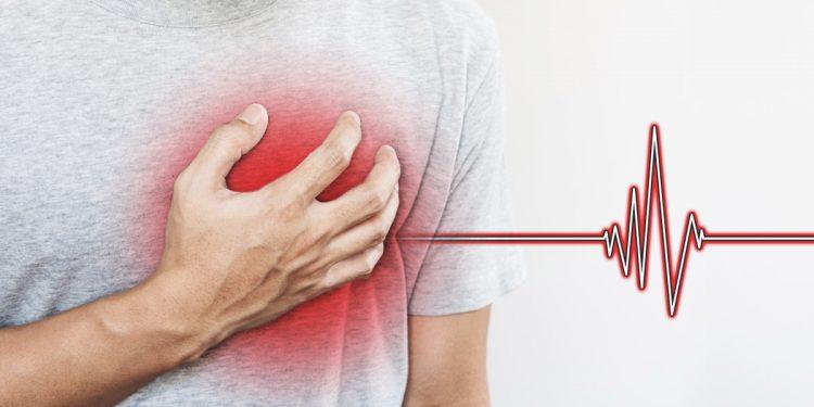 Il colesterolo alto aumenta il rischio di infarto e ictus, specie tra gli under 45