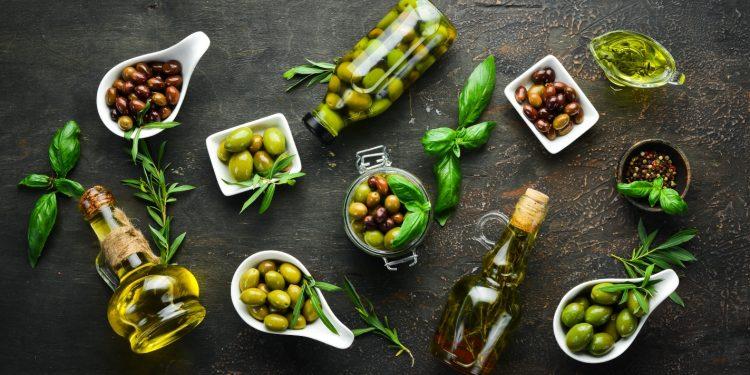 olive: storia, calorie, benefici, olive verdi e nere differenze, ricette