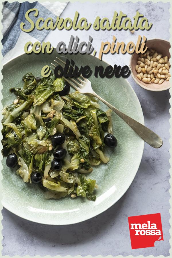 Scarola saltata con alici, pinoli e olive nere