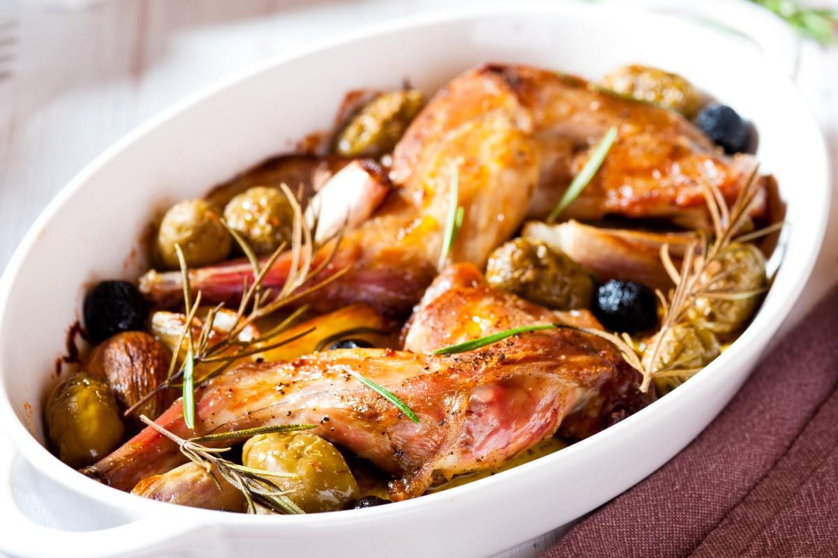 Coniglio alla cacciatora con olive