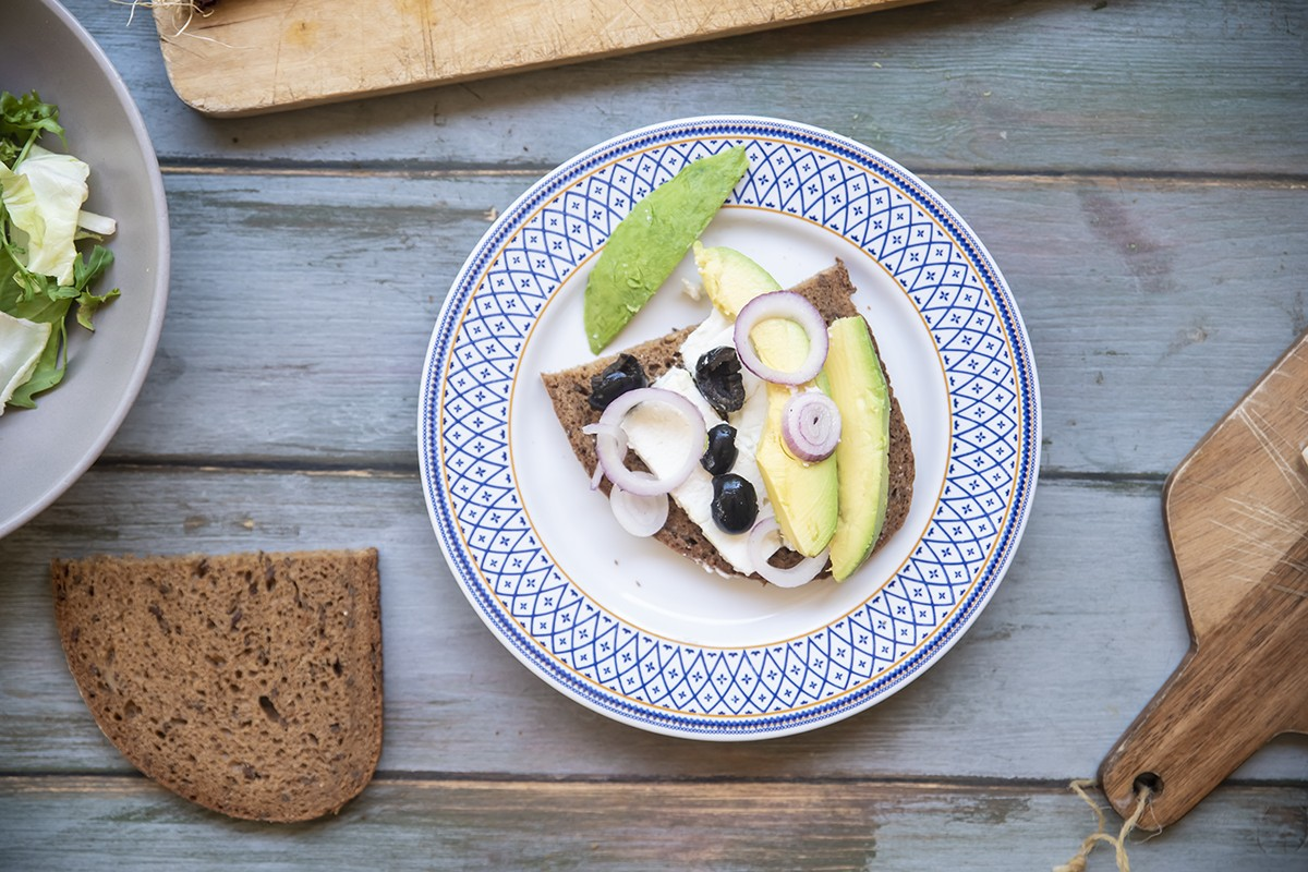 panino feta avocado cipollotto olive nere