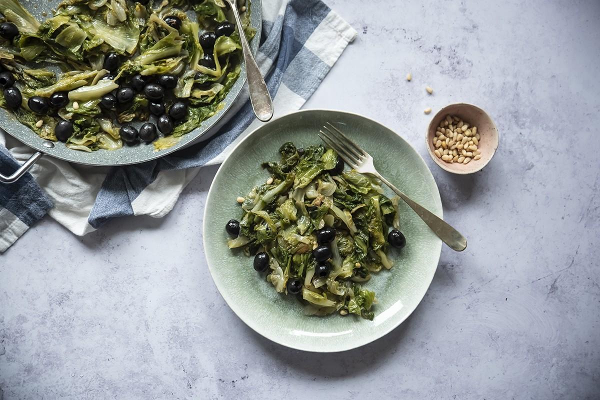 scarolata alici, pinoli e olive nere