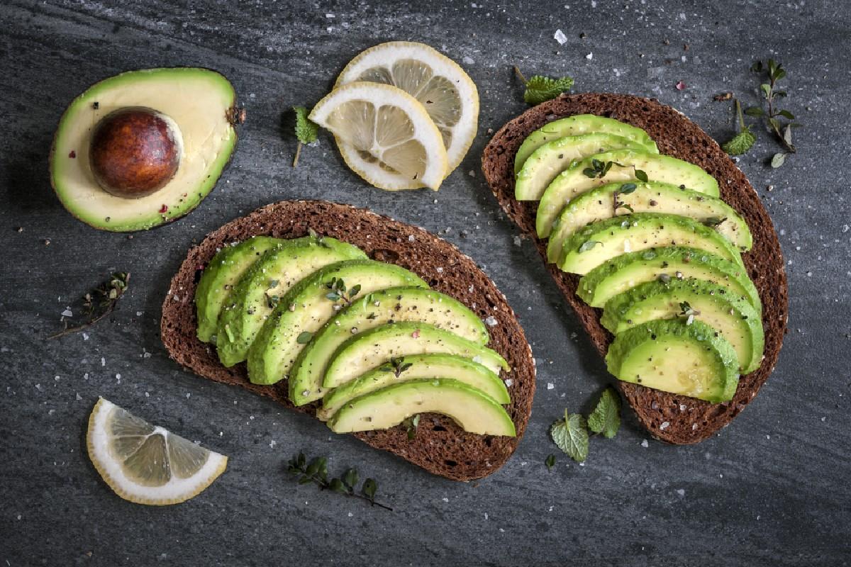 cibi da non tenere in frigo: avocado
