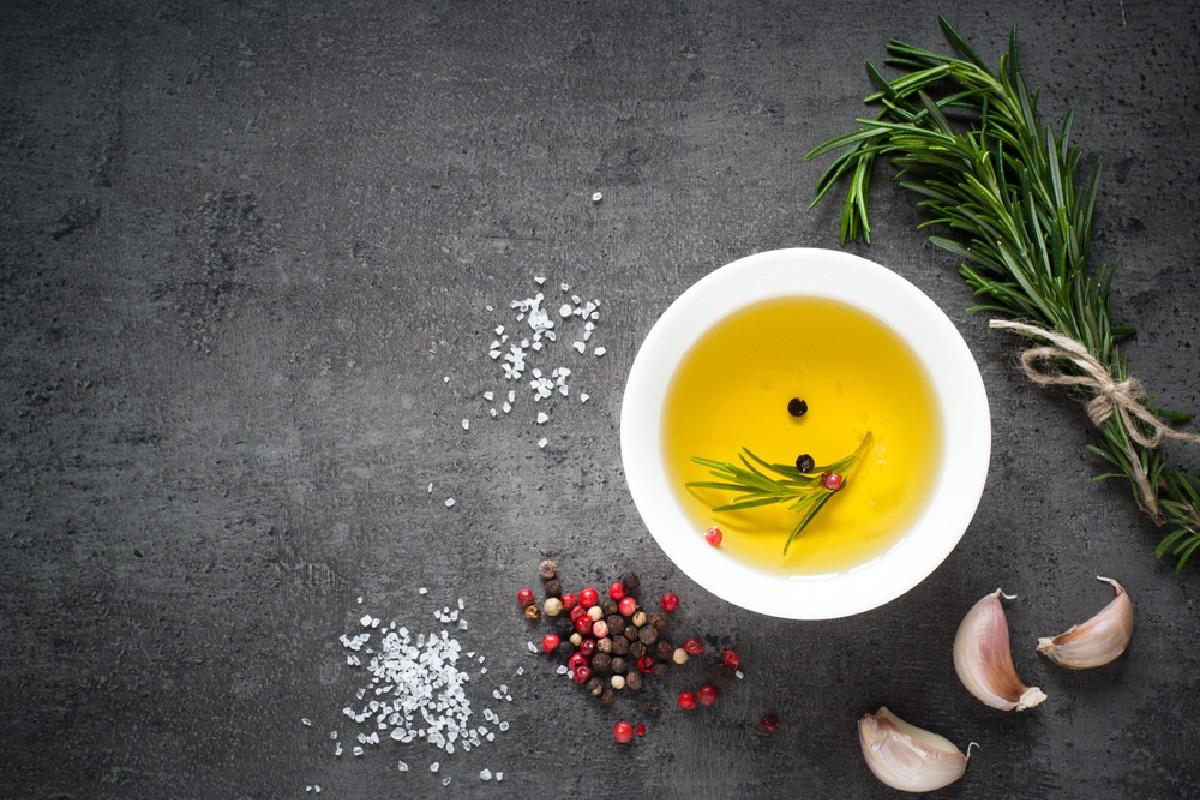 cibi da non tenere in frigo: olio d'oliva e di semi