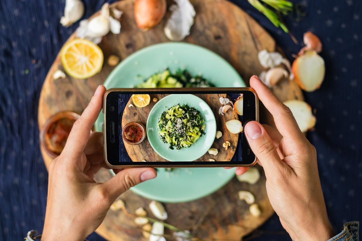 dieta social: cos'è, benefici, esempi di menu e controindicazioni e critiche