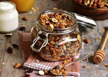 granola con frutta secca: la ricetta da mangiare a colazione