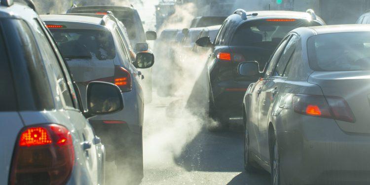 Lo smog indebolisce le ossa e aumenta il rischio di osteoporosi