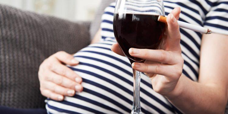 Morte in culla: alcol e fumo dopo il primo trimestre di gravidanza aumentano di 12 volte il rischio