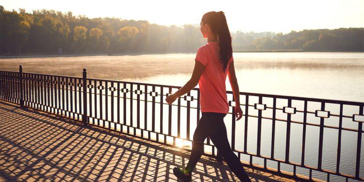 Camminare ogni giorno: 5 benefici per la tua salute e la tua linea