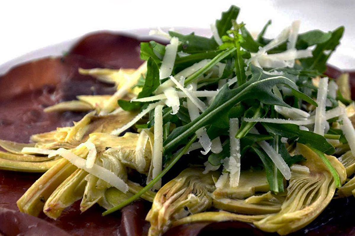 carpaccio di bresaola con insalata di carciofi