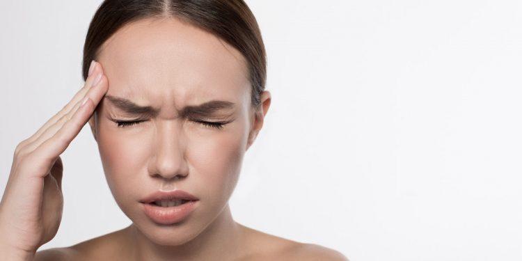 Cefalea a grappolo, pesante impatto sulla vita lavorativa: chi ne soffre si assenta il doppio rispetto a chi non deve conviverci