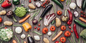 Dieta vegana: cos'è, principi, esempi di menù, benefici e rischi per la salute