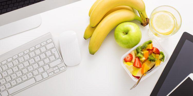Frutta: è meglio mangiarla ai pasti o lontano dai pasti?