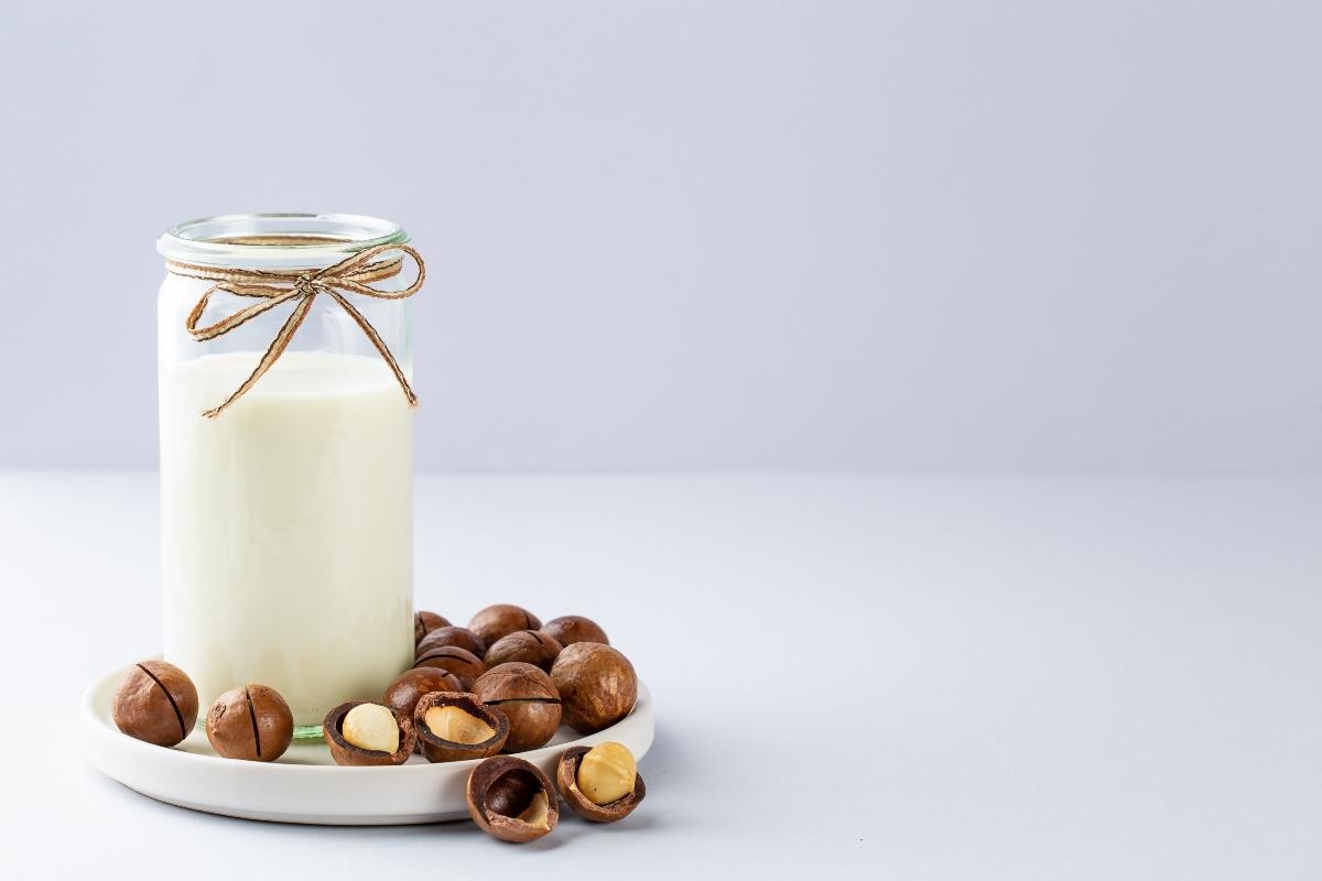 latte e olio di macadamia