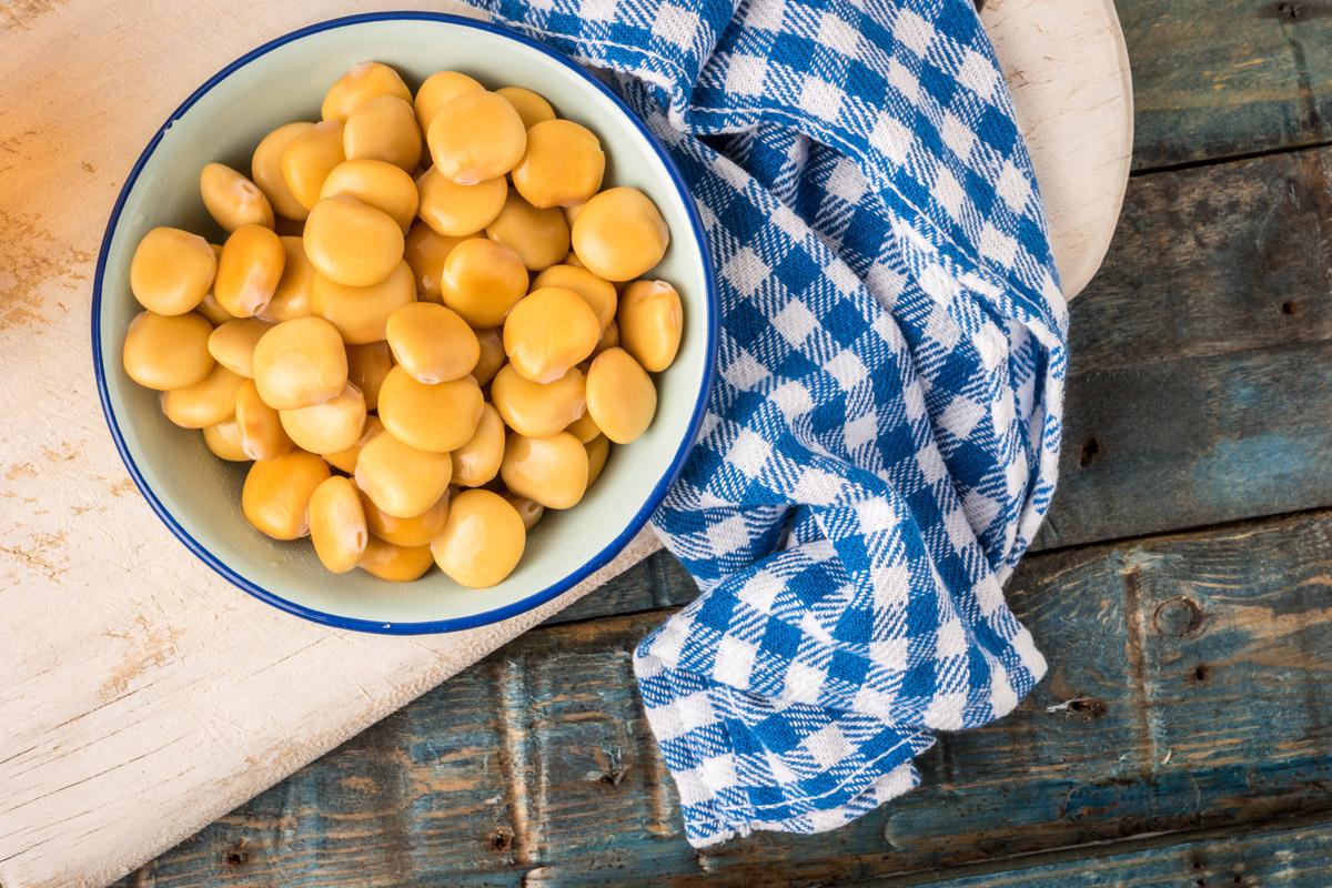 Lupini: proprietà nutrizionali, benefici e idee per gustarli