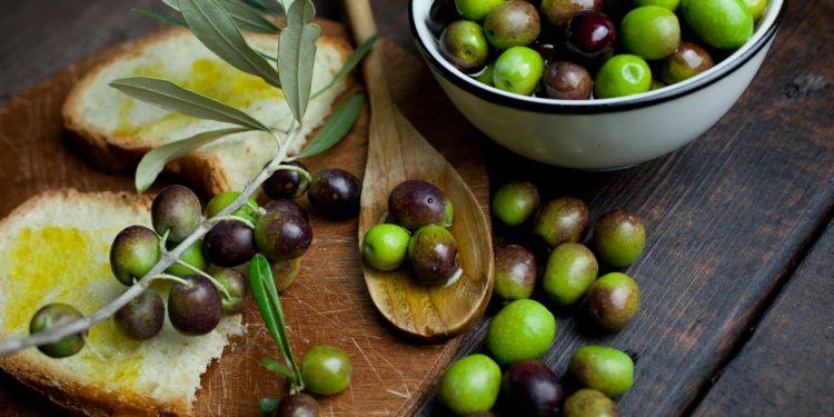 Olive, contengono idrossitirosolo, che fa bene al cervello