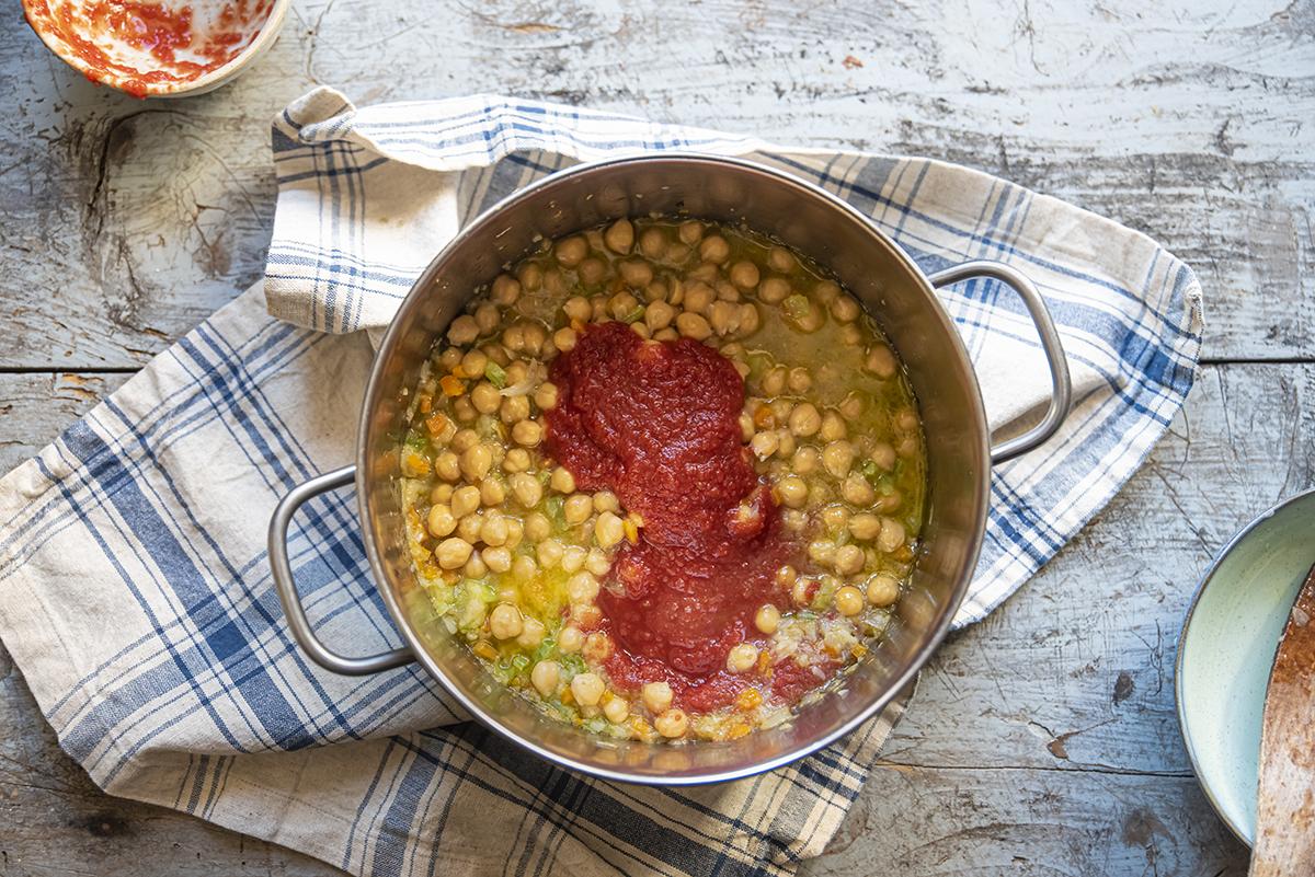 passata di pomodoro ceci