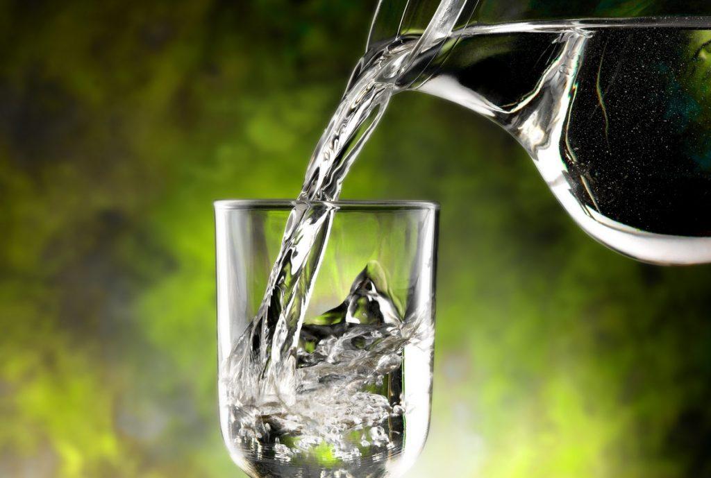 L'acqua di rubinetto è al sicuro dal Coronavirus, lo assicura l'Iss