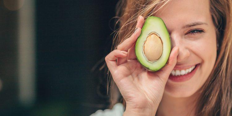 Un avocado al giorno riduce il rischio di declino cognitivo legato a sovrappeso e obesità