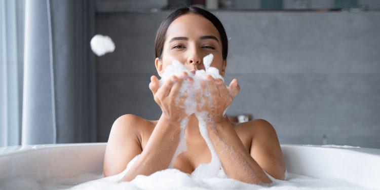 Centri estetici chiusi: 5 trattamenti di bellezza che puoi fare da sola a casa tua