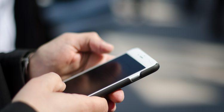 Iss: pulire i cellulari per prevenire contagio