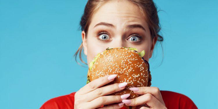 Il cibo spazzatura fa male alla memoria. Il risultato? Abbiamo ancora più voglia di junk food