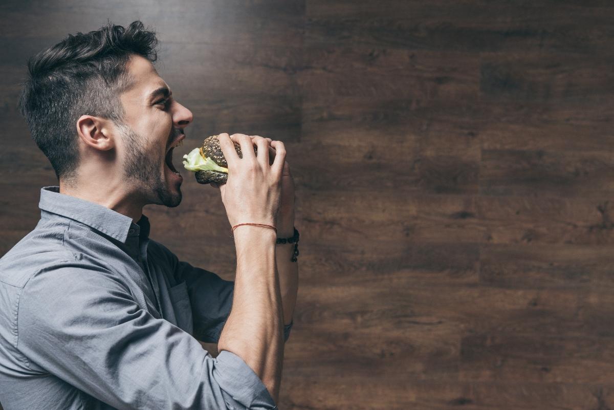come sgonfiare la pancia: prenditi il tuo tempo per mangiare