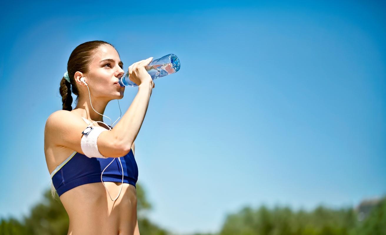 dieta anticellulite: l' importanza di bere per eliminare