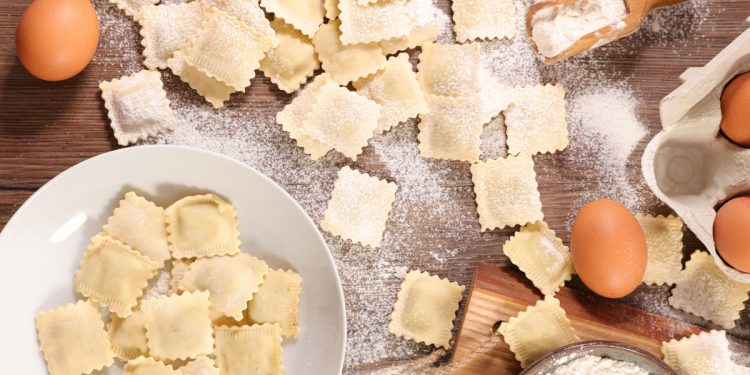Coronavirus: la farina è il prodotto più acquistato dagli italiani. 12 ricette di pasta, pane, pizza e dolci fatti in casa