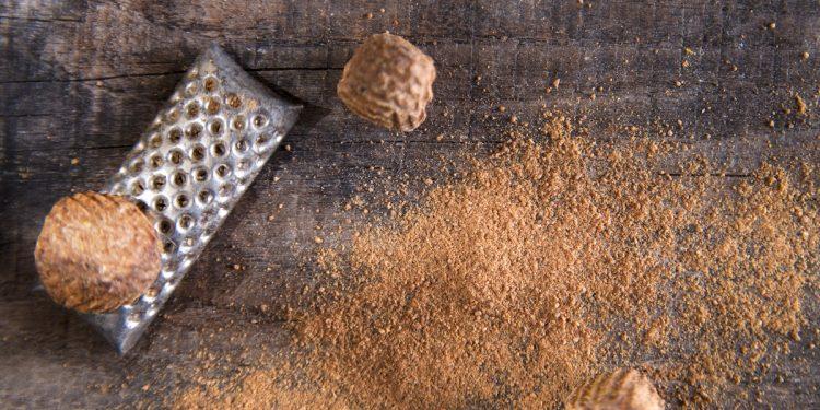 noce moscata: cos'è, storia, valori nutrizionali, benefici e usi in cucina