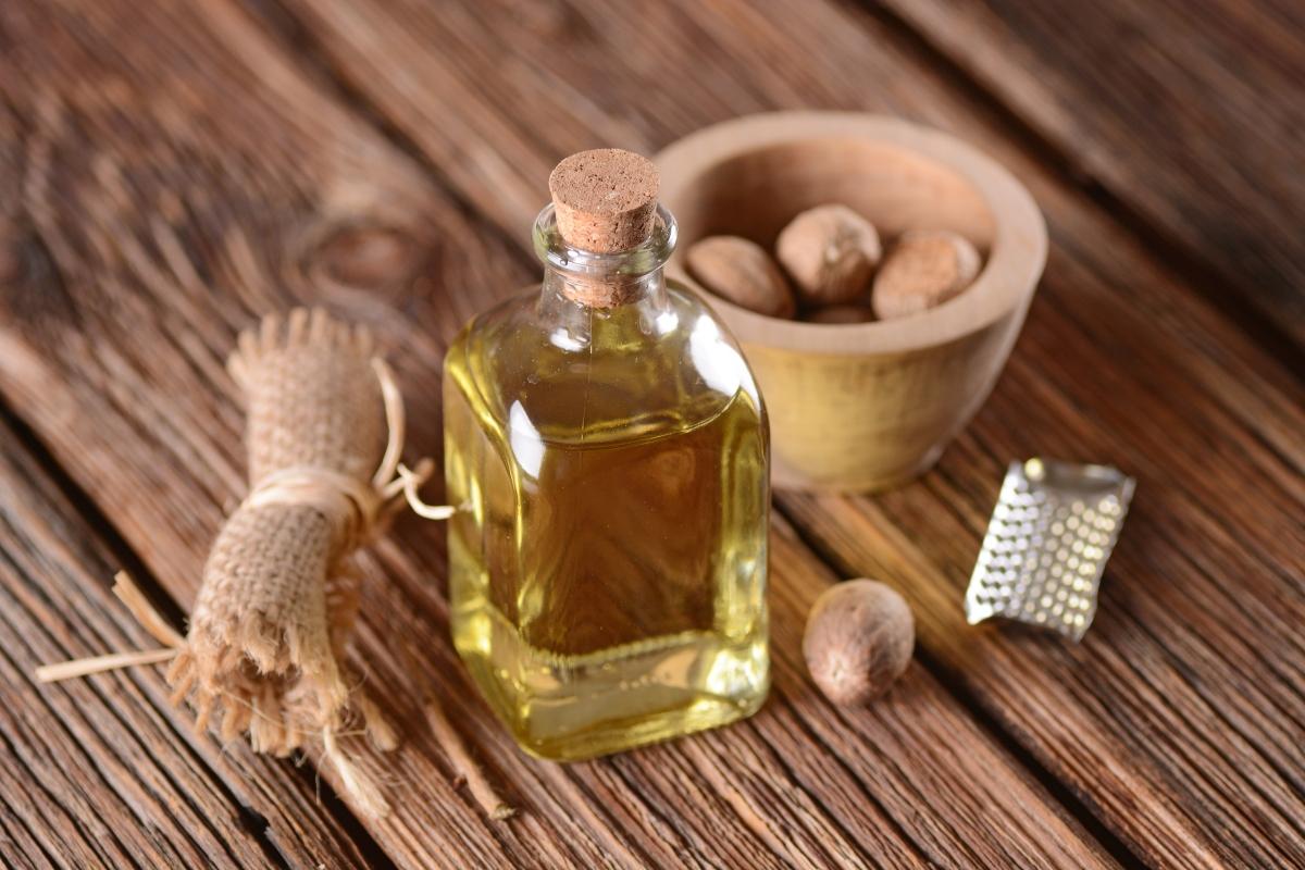olio essenziale di noce moscata