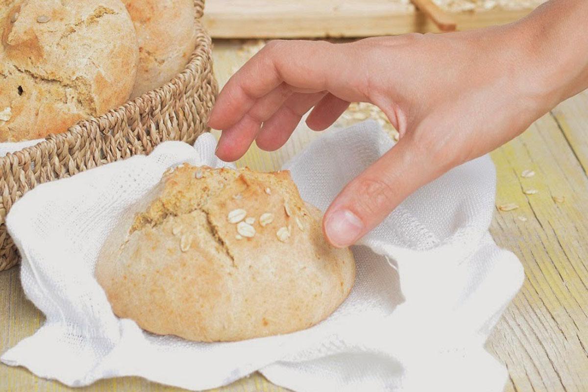 Panini con farina di farro integrale senza lievito