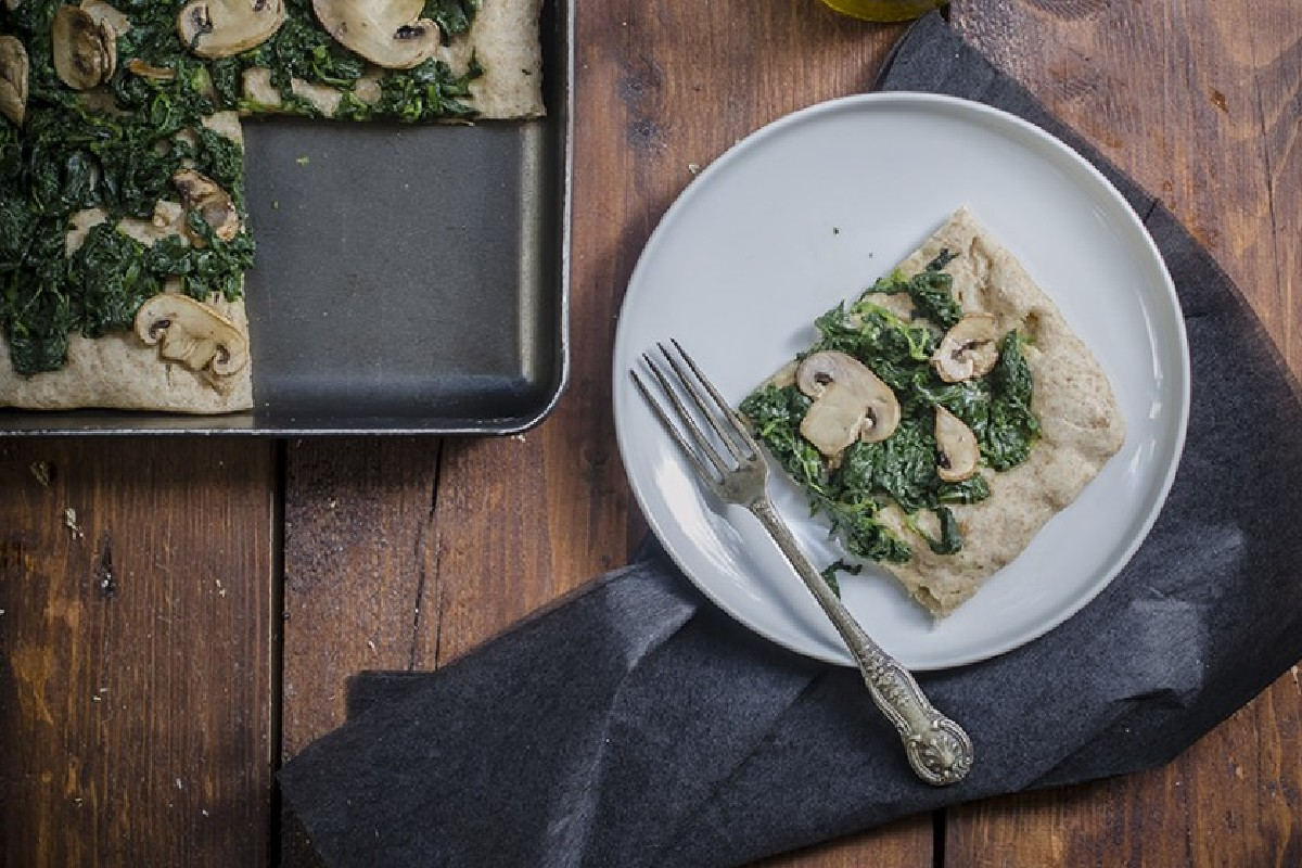 pizza integrale funghi e spinaci