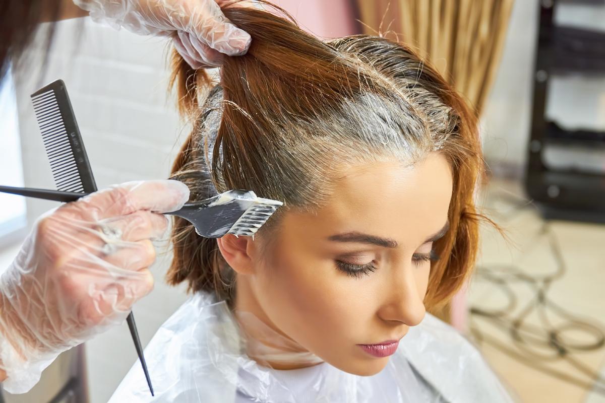 Tingere i capelli in casa: tinta