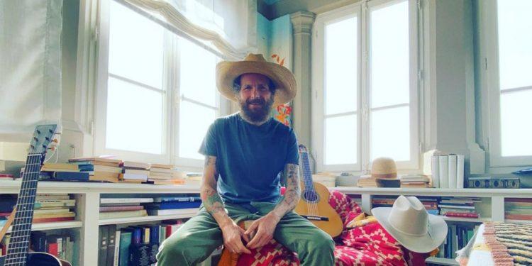 Coronavirus: vip a casa, tra canti sul balcone e concerti live dal salotto