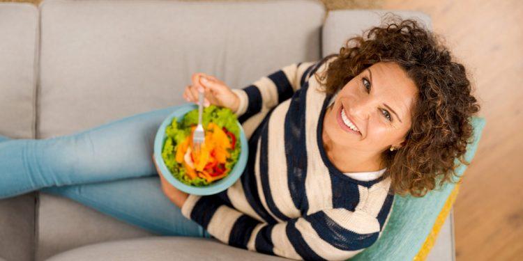 Peso nella norma, niente fumo, vita attiva e poco alcol: i 4 fattori chiave per mantenerti in salute più a lungo