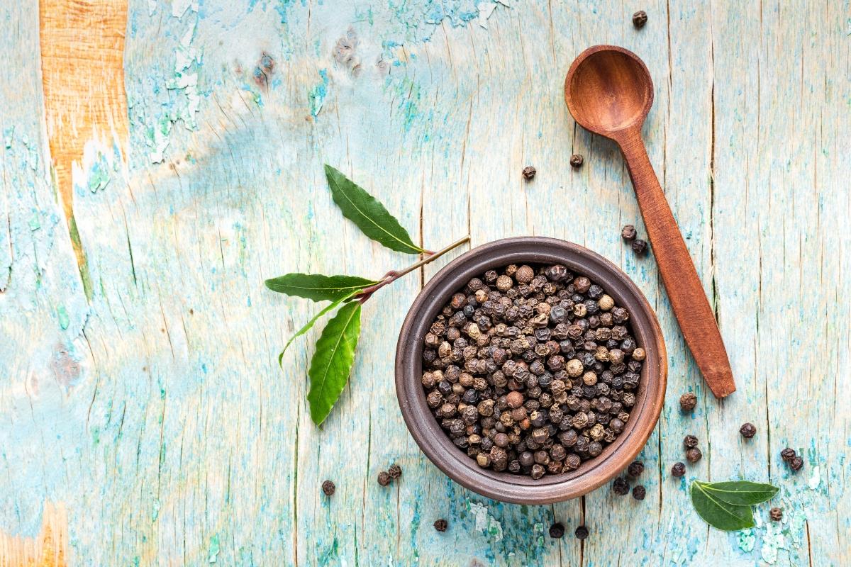 pepe nero : cos'è, valori nutrizionali, benefici e usi in cucina