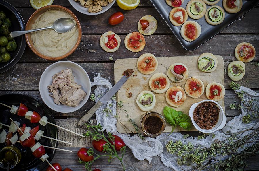 Aperitivo pizzette allo yogurt greco