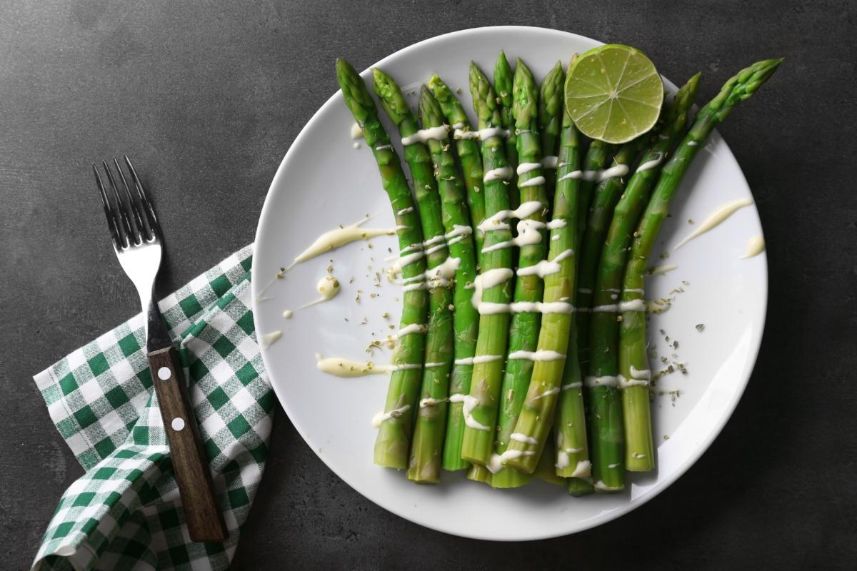 Ricette con asparagi: asparagi al burro e parmigiano