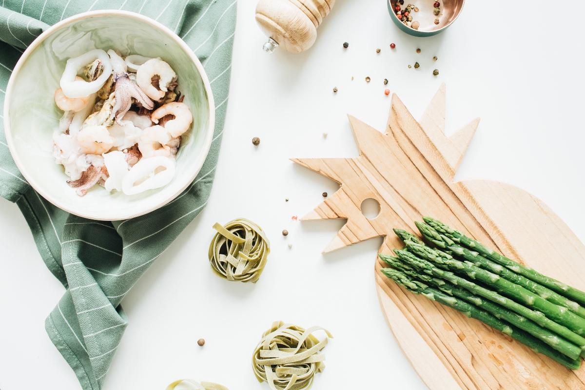 Ricette con asparagi: pasta ai totani con salsa di asparagi e mandorle