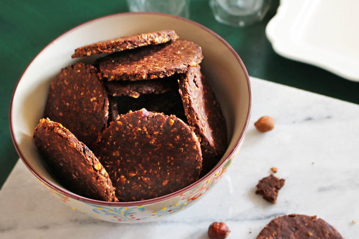 Ricette con cioccolato: biscotti ai fiocchi di avena con cioccolato e nocciole