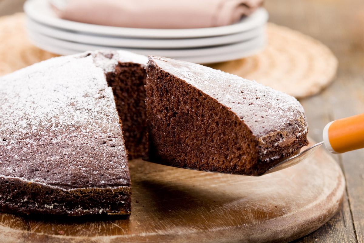 Ricette con cioccolato: torta al cioccolato senza uova e latte